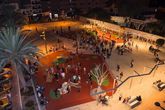 Las Galletas estrena la nueva plaza Paulino Suances